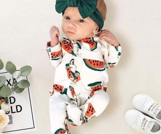 ملابس مواليد حديثي الولادة