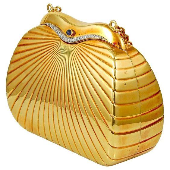 حقيبة ذهبية