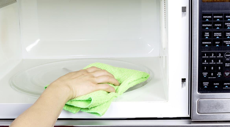 طريقة تنظيف الميكرويف