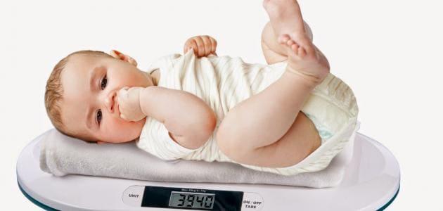كم لازم يكون وزن الطفل في الشهر الرابع