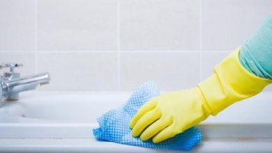 ملح الليمون لتنظيف الحمامات