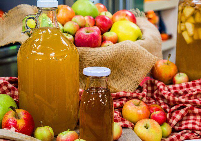 فوائد شرب خل التفاح مع الماء قبل النوم