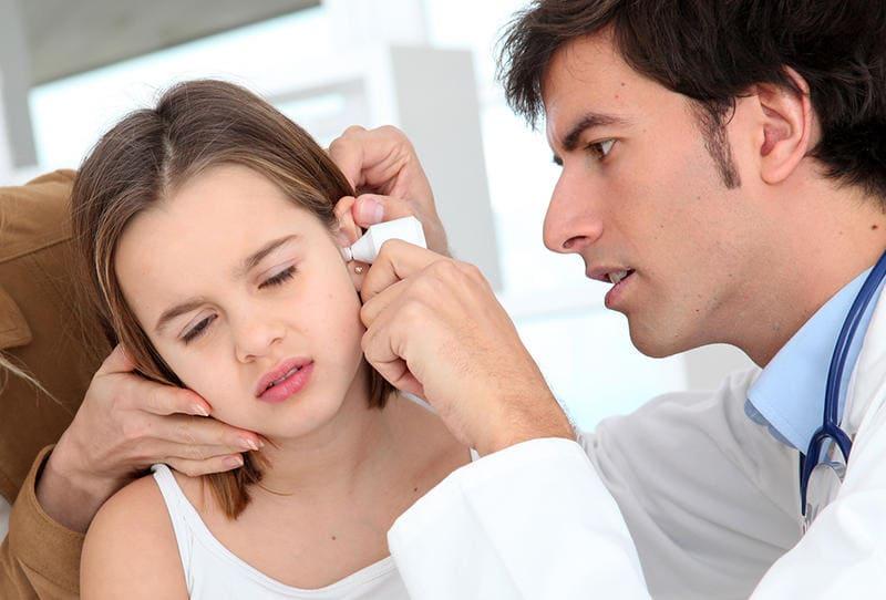 أسباب وطرق علاج الم الاذن عند الاطفال